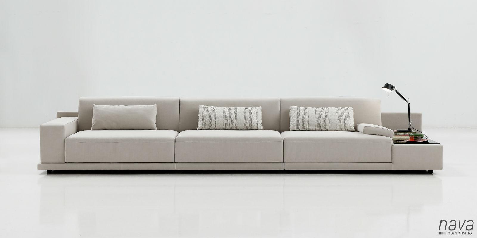sofa-4plazas-mesa-incorporada