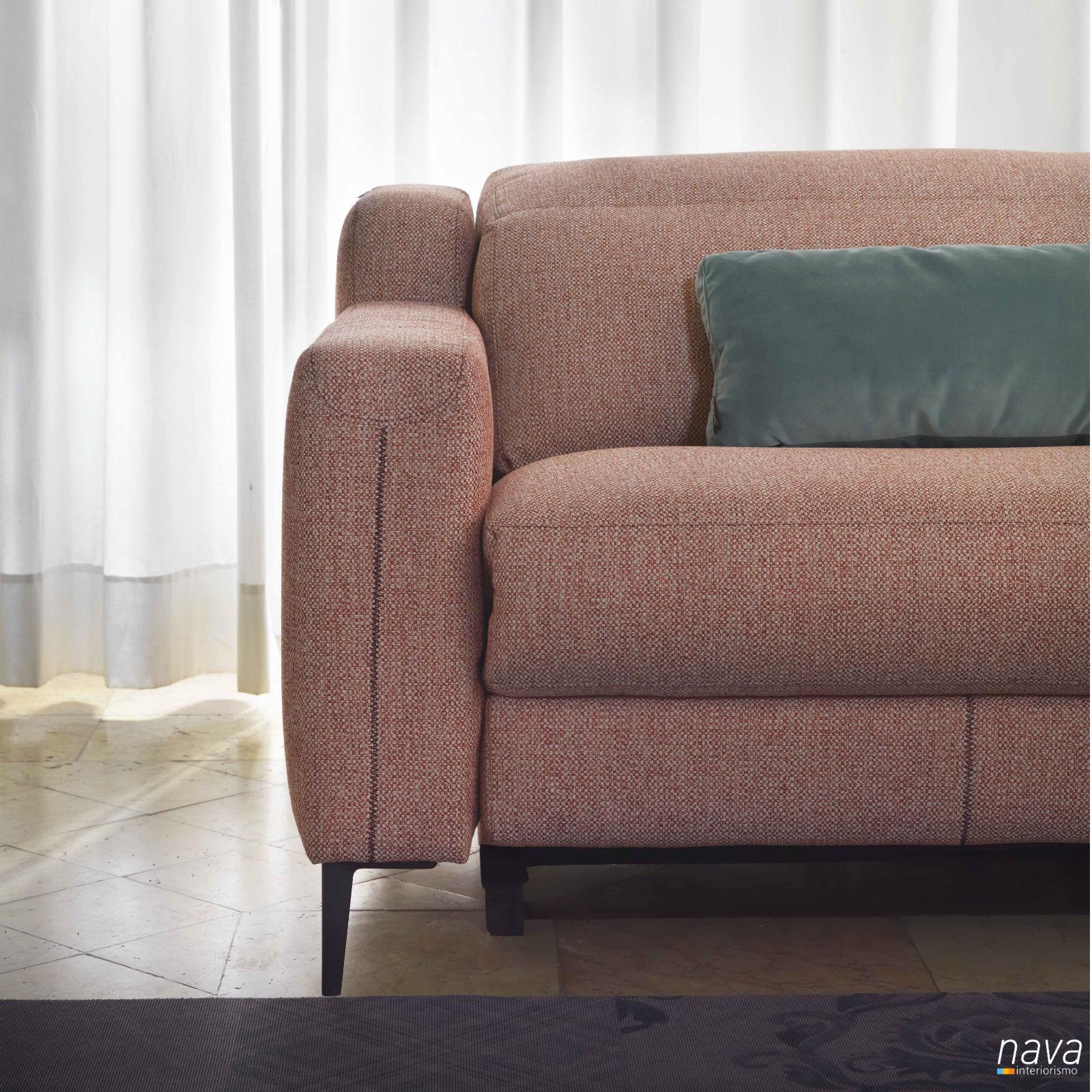 detalle-sofa-costura-contrastada